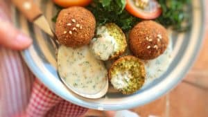 Looking for a homemade falafel sauce? Try out my simple yogurt falafel sauce with sesame oil: the best falafel diping sauce ever!