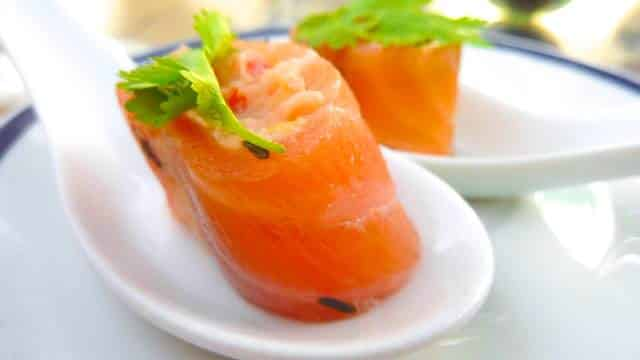 This smoked salmon appetizer is definitely one of the little gems to surprise guests with! Super easy to make in advance and cute as well!