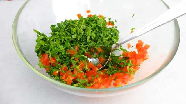 This tabbouleh recipe is a famous but most of all a yummy Mediterranean classic! Great in combination with grilled chicken or lamb.