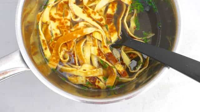 German Frittatensuppe: a salty broth soup containing homemade hearty crepes and fresh chives... A powerful and filling soup for snowy winter days!