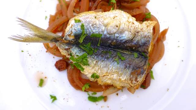 Sarde in Saor: a cold Venetian sardine recipe with vinegar and onions, the perfect summer entree.