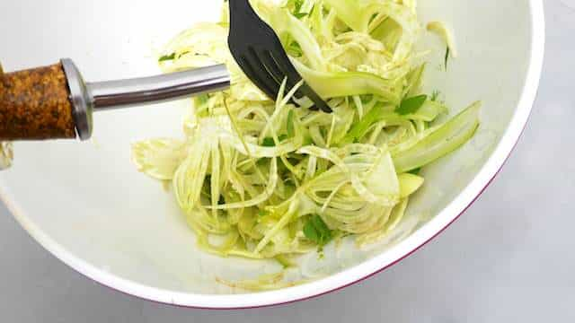 This raw shaved fennel salad is a perfect side dish for grilled fish. Light, fresh and crunchy: that's all I was looking for.