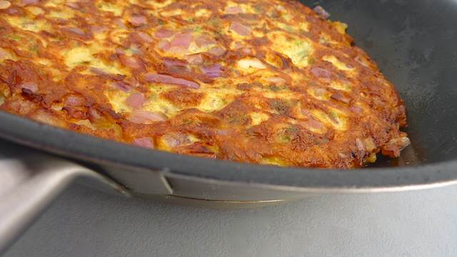 Spaghetti Frittata: another frugal recipe to use your leftover spaghetti from yesterday's dinner!