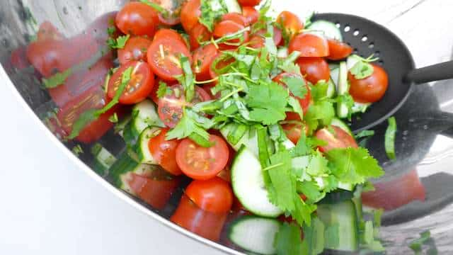 Here is my summer salad recipe, a fresh and freaking delicious salad for a quick lunch or a light and flavorful summer dinner!