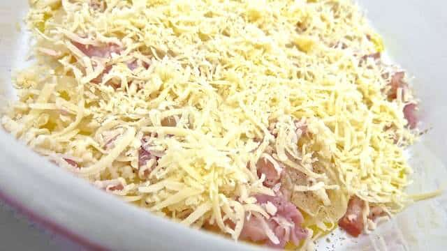 Comfort food: my cheesy potato casserole! Sliced potatoes, onions and bacon braised in beer and covered with a gooey layer of melted cheese…
