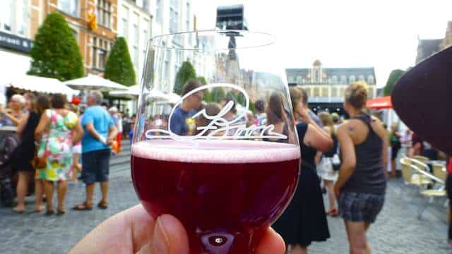 Visiting the highly popular food event Hapje Tapje Leuven! Sample food and drinks and get to know the restaurants you haven't been to before.