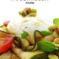 Mozzarella di bufala, cherry tomatoes and marinated zucchini with pine nuts, fresh basil and herbed croutons: a tasty zucchini tomato mozzarella salad!