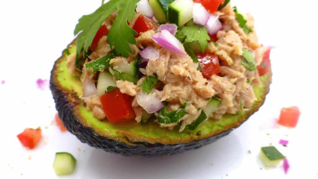 What a lovely summer lunch idea we got here: this tuna stuffed avocado ...