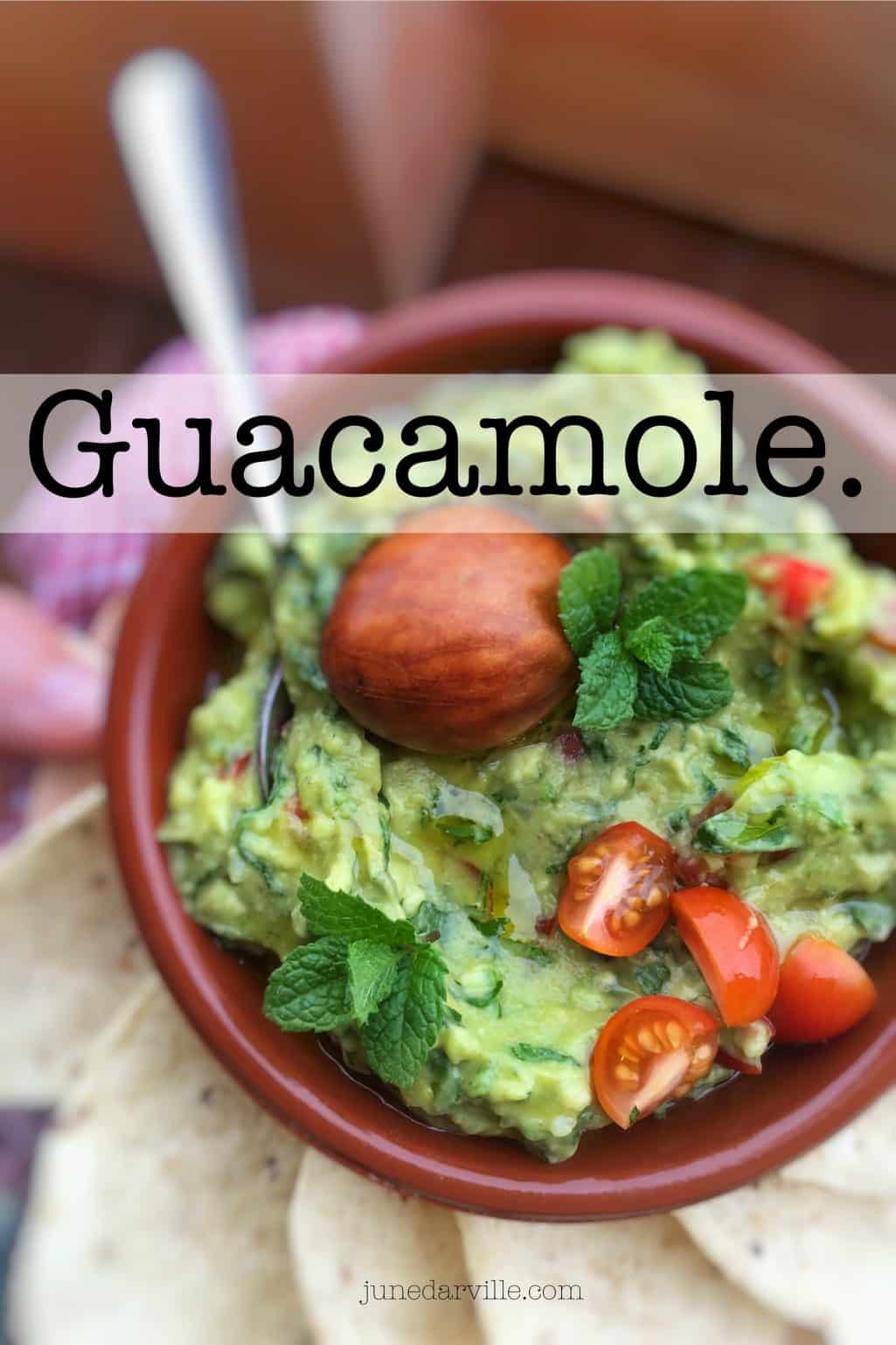 My homemade easy guacamole recipe, the creamy Mexican classic of all classics! And what an appetizer to get the party started...
