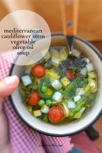Look at this gorgeous cauliflower stem soup! From now on you will never throw away these leftover stems anymore, I'm sure...