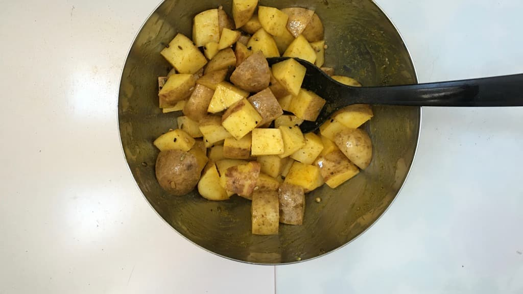 Another attempt to spice up an everyday potato side dish: crunchy masala roast potatoes! A lovely match for pork or chicken!