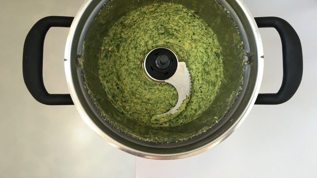 Flavor bomb! This creamy green cilantro hummus recipe has it all: it is fresh, zesty, bright, light and so surprisingly delicious!