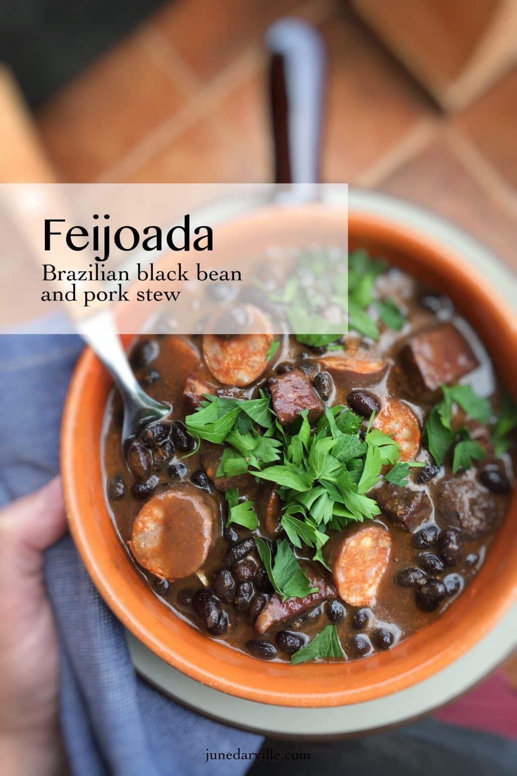 Here's my version of the popular Brazilian feijoada bean stew! Smooth black beans, pork sausage and minced meat... What a treat!