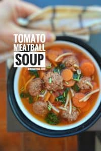 Delicious meatball soup: a quick and easy lunch soup with meatballs, pasta, carrots and fresh tomatoes! And ready in 30 minutes...