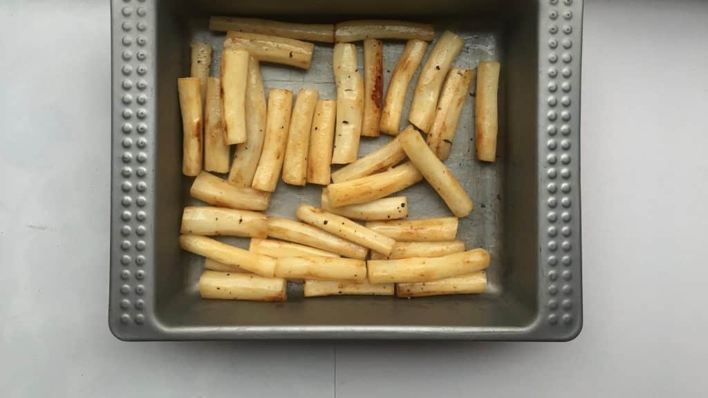 Here's my favorite winter vegetable recipe: golden oven baked salsify in white wine and lemon juice! Have you roasted salsify before?