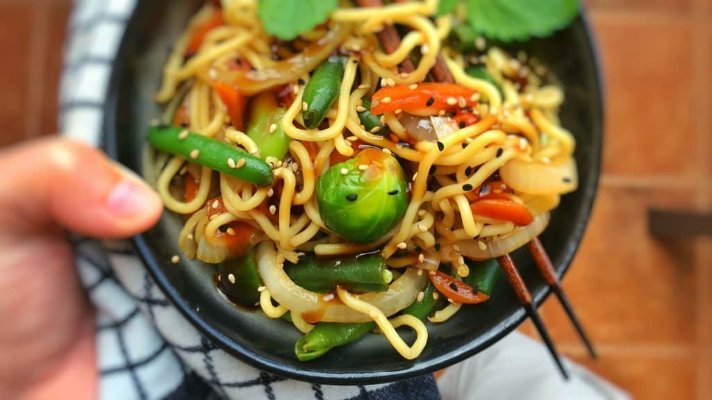 Stir Fried Chinese Egg Noodles With Oyster Sauce Simple