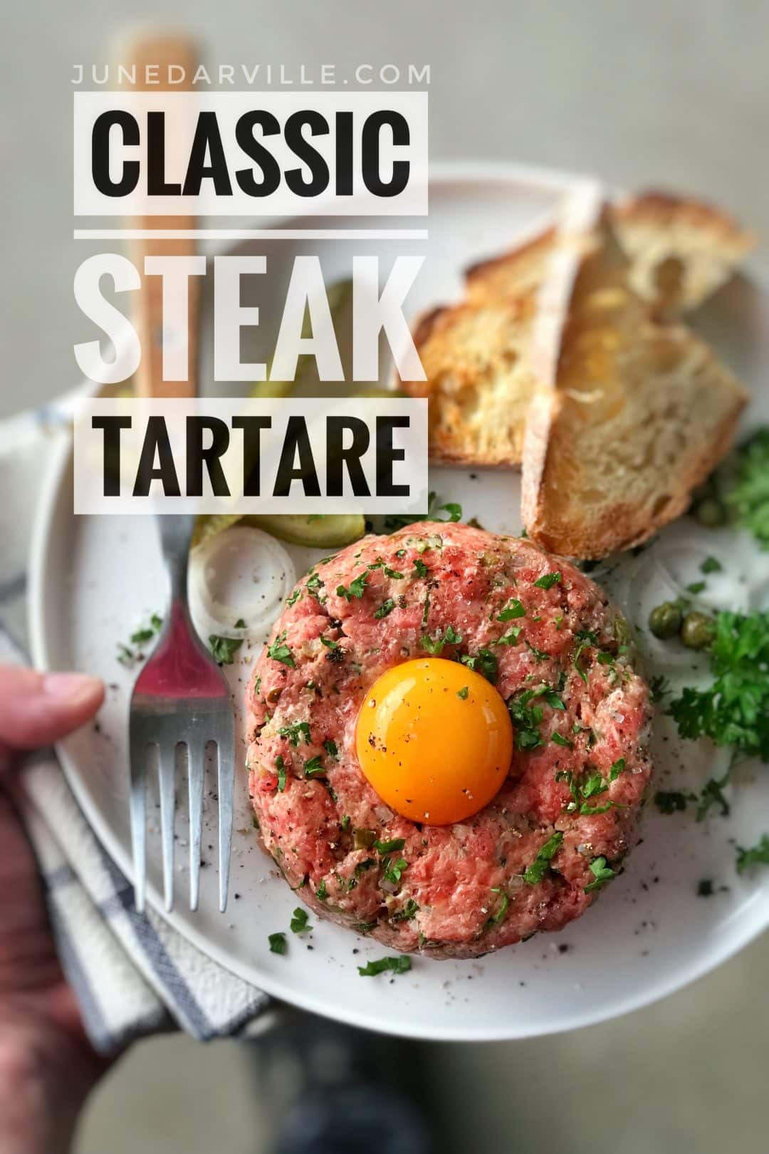 A classic I adore: homemade steak tartare! Raw ground beef with chopped shallots, capers, mayo, gherkins, egg yolk and tabasco... My absolute favorite!