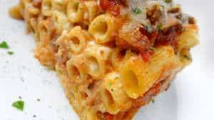 Oven baked ziti recipe: cooked pasta topped with a rich tomato meat sauce, sour cream and loads of cheese... Delicious comfort food!