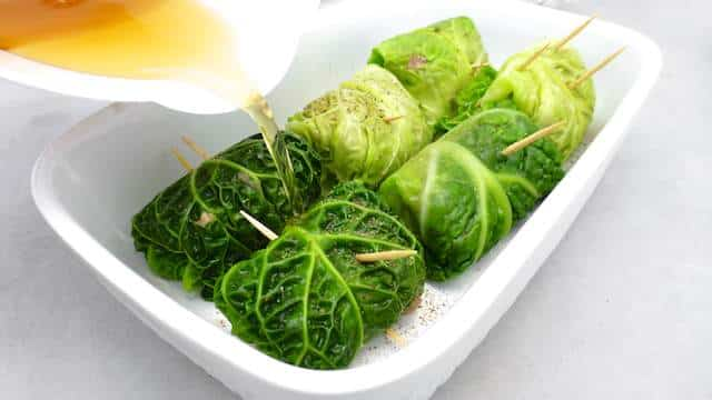 Here's another winter dish: a stunning stuffed cabbage rolls recipe! This recipe looks pretty time consuming but it is very easy to make!