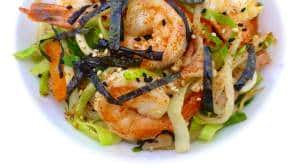 Japanese yaki udon noodles, a noodle recipe with bacon, prawns, cabbage, carrots and mayonnaise! What a great noodle dish is this...