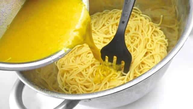 Zesty spaghetti with buttery orange and canned sardines recipe... Sunny, fresh and delicious! You are in for a real surprise...