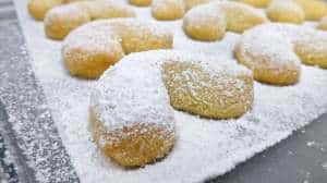 Have you ever heard of kourabiedes before? Apparently these little sugary bites are Greek Christmas cookies! Homemade and delicious...