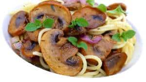Mushroom roast spaghetti, a vegetarian pasta recipe with red onion and grilled mushrooms! Perfect to incorporate some leftover mushrooms!