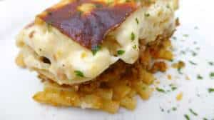 This Greek pastitio is a delicious oven baked pasta dish! Thick layers of macaroni, ground beef and bechamel white sauce... What's not to love?