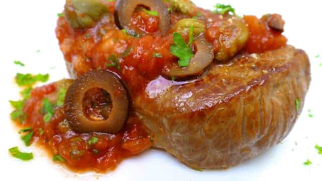 My steak pizzaiola sauce: a homemade and hearty tomato sauce for steaks... The perfect Italian steak dinner! I'm definitely in!
