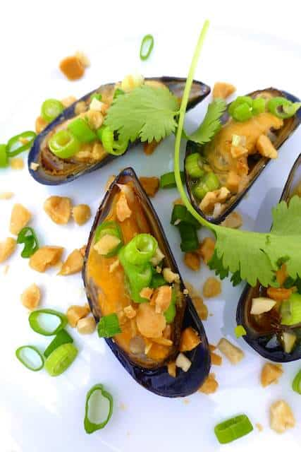 Vietnamese grilled mussels with butter, spring onion and salted peanuts... prepare yourself for a finger lickin' good seafood treat!