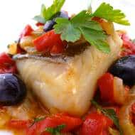 I'm on the salt cod train again! Bacalao encebollado is another Spanish classic recipe: fish in a savory and fresh onion and pepper sauce.