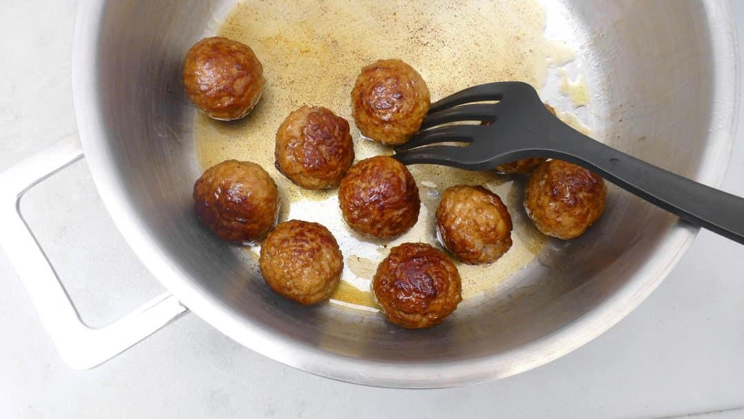 Lovely meatballs in a creamy celery sauce, a Belgian treat! And a great alternative for the classic meatballs in tomato sauce...