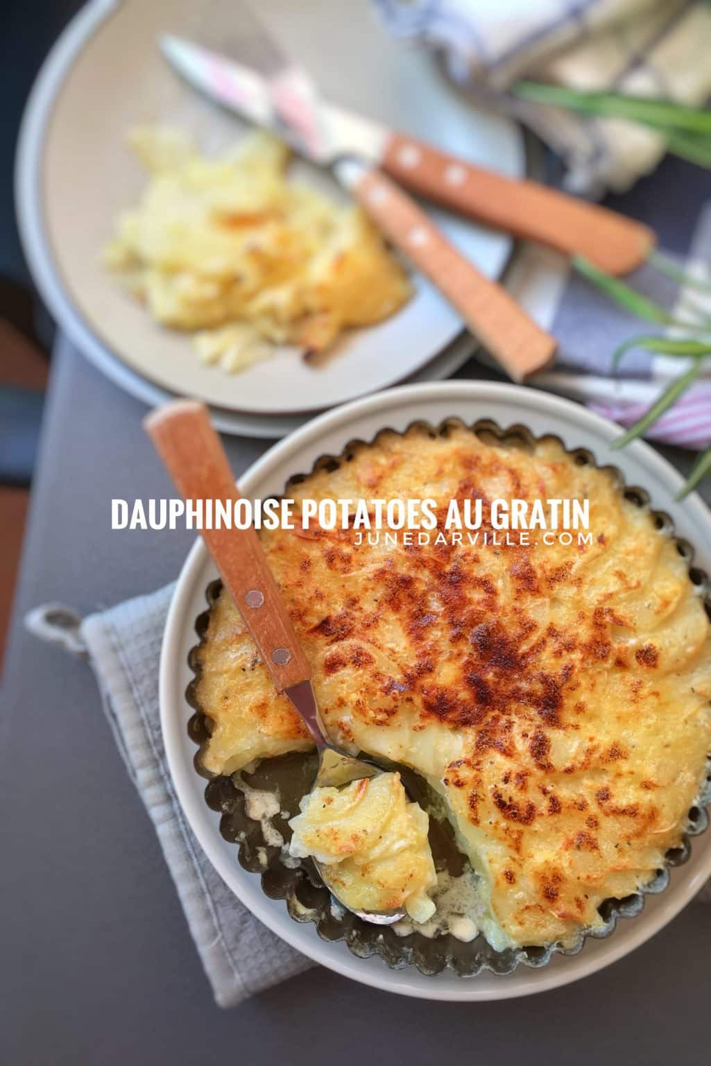 Creamy dauphinoise potatoes: a French scalloped potato bake with garlic, nutmeg and cream! The perfect potato side dish for cold winter days...