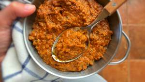 I love Indian cooking so let's make some homemade masala paste today! This spice paste is a great base for my masala meatball curry.