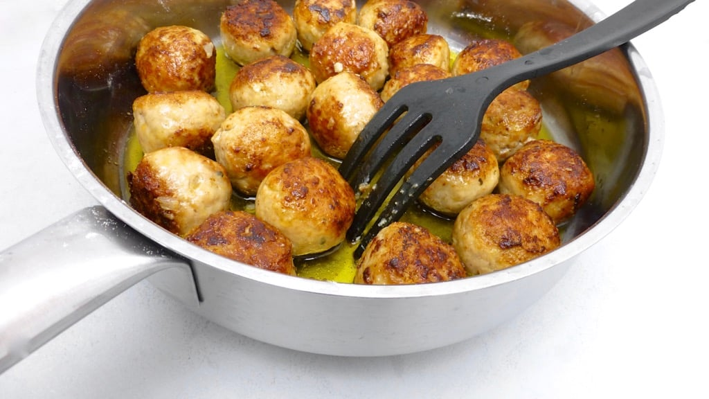 Another winner recipe: chili con carne meatballs, enough said! How many recipes are out there to make a good meatball dinner?
