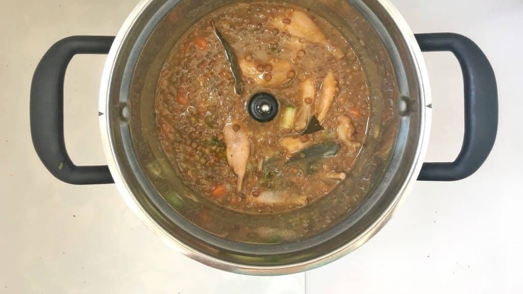 Another sublime stew that I tried out last week: a savory lentil stew with carrots and quail legs! A good example that stews can also be light!
