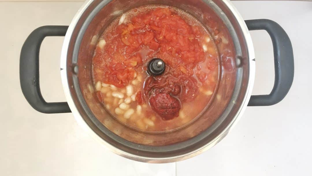 A classic baked beans recipe - two ways: in the oven and in my KitchenAid Cook Processor! Great side dish for fried sausages and eggs...
