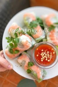 Fresh prawns, crunchy vegetables and noodles wrapped in rice paper: tasty and easy fresh spring rolls for lunch or as an appetizer!