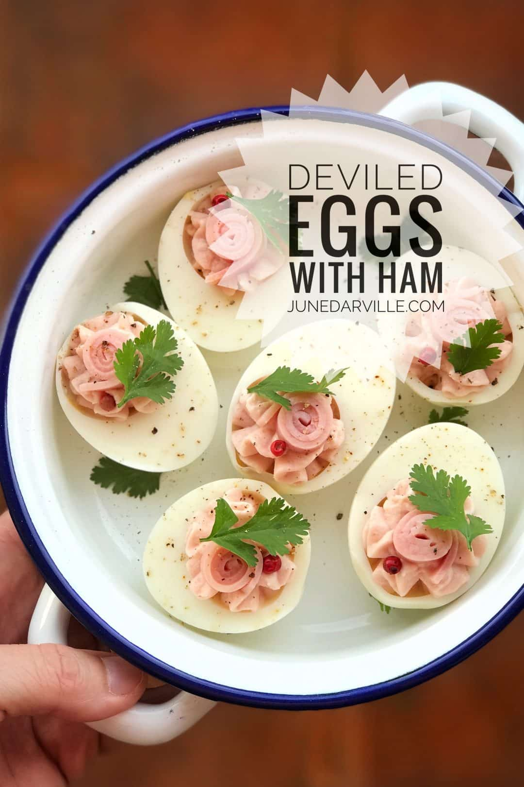 Here's a cute little appetizer bite for you to try out: my super simple deviled eggs stuffed with a creamy ham filling...