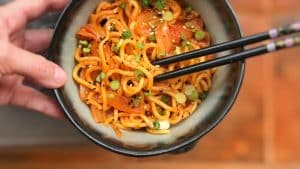 Do you love kimchi? Then you will absolutely adore these spicy kimchi fried noodles... Great for lunch or a sneaky snack!