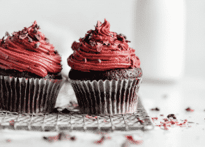 Need extra inspiration for a smashing looking Valentine dessert? Then check out my 15+ breathtaking Valentine cupcakes decorating ideas!
